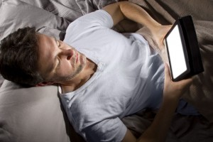 surfing the web at bedtime can contribute to insomnia